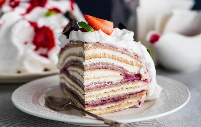 Шесть рецептов классического и оригинального торта из блинов с творожным кремом