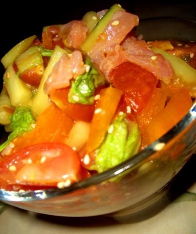 Салат с лососем и овощами